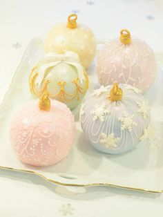 ❄ ❅ Bauble Cakes ❃ ❋