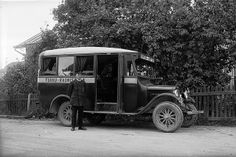 Kauppatori - Raunistula -linjan linja-auto Raunistulassa 1933. Turun Museokeskus Finland, Antique Cars, Antiques, Vehicles, Attila, Vintage Cars, Antiquities, Antique, Cars