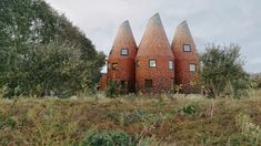Five tile-clad towers make up this house in southeast England, designed by ACME as a modern interpretation of a hop-drying kiln. Modern Family, Home And Family, Fairytale House, Square Windows, Solid Brick, Local Builders, Harry Potter, Wooden Staircases, Tower House