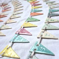 porcelain bunting. voor poppenhuis dollhouse with clay