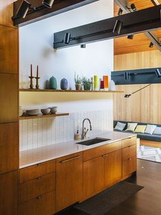 Modern Kitchen Interior Remodeling An interior designer in Portland updates a home by a celebrated local architect. - A Portland, Oregon midcentury home by architect Sauk Zaik is restored and updated by Jessica Helgerson Interior Design. Modern Kitchen Backsplash, Modern Kitchen Lighting, Modern Kitchen Design, Modern Interior Design, Kitchen Designs, Backsplash Ideas, Backsplash Design, Kitchen Decor, Kitchen Ideas