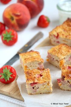 Oatmeal yogurt cake with peach Healthy Pastry Recipe, Healthy Cake, Healthy Baking, Healthy Desserts, Healthy Food, Oatmeal Yogurt, Yogurt Cake, Go For It, Lunch Snacks