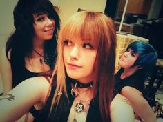 Leda Muir with friends #blonde #brown #hair #half