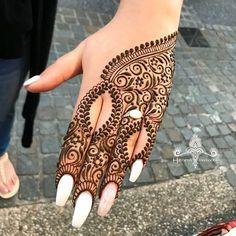 Mehndi or Henna for Fingers Designs Modern Henna Designs, Beautiful Henna Designs, Best Mehndi Designs, Bridal Mehndi Designs, Mehandi Designs, Henna Tattoo Hand, Henna Mehndi, Arabic Mehndi, Henna Art