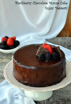 Cake with berries and chocolate mousse Chocolate Mouse Cake, Mousse, Cake Stencil, Homemade Chocolate, Homemade Cakes, Something Sweet, Cakes And More, Let Them Eat Cake, Cooking Recipes
