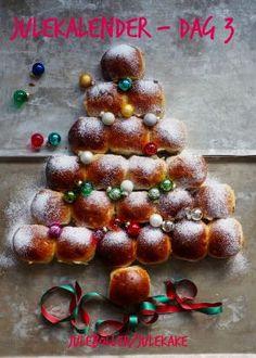Skikkelig gode pestosnurrer med skinke og ost - Mat På Bordet Ornament Wreath, Christmas Wreaths, Holiday Decor, Desserts, Caramel, Tailgate Desserts, Deserts, Postres, Dessert
