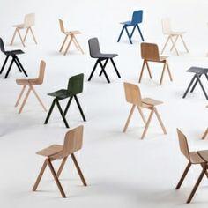 Copenhague chair Hay De Copenhague Chair Stoel van Hay, van de designers Ronan & Erwan Bouroullec, is speciaal ontworpen voor de universiteit van Kopenhagen. Deze eenvoudige houten stoel vervangt de traditionele universitaire bok-stoel.