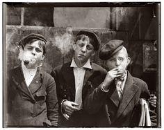 Niños fumadores antes de la ley anti tabaco.St. Louis, 1910.