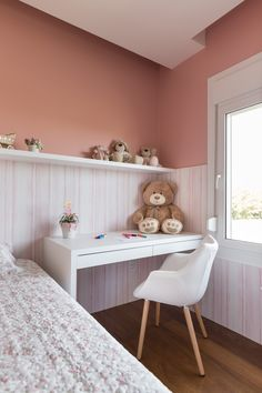 #quarto #criança #infantil #bebe #menina #menino #criativo #colorido #berçario #decoração #madeira #cama #rosa #brinquedo #rose #papeldeparede #parede #wallpaper #bancada #branco #delicado #design #decorado #textura #gesso #eames #eame #girl #pelucia #toy #kids #child #children #brother #son #daughter #filha