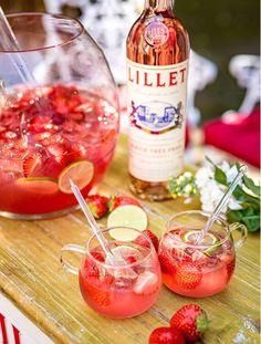 The refined drink with French flair: Lillet Rubis. Here& the recipe: Der raffinierte Drink mit französischem Flair: Lillet Rubis. Hier geht's zum Rezept: The refined drink with French flair: Lillet Rubis. Here& the recipe: Healthy Eating Tips, Healthy Snacks, Healthy Recipes, Summer Drink Recipes, Cocktail Recipes, Drinks Tumblr, Raspberry Mojito, Easy Cocktails, Vegetable Drinks