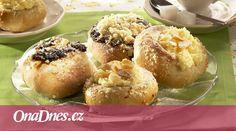 Nadýchané koláče se dvěma náplněmi jsou pohádkou a dětskou vzpomínkou pro nejednoho z nás. Potěšte své chuťové buňky a dejte si s nimi tu práci, jako si dávala vaše babička. Muffin, Breakfast, Food, Morning Coffee, Essen, Muffins, Meals, Cupcakes, Yemek