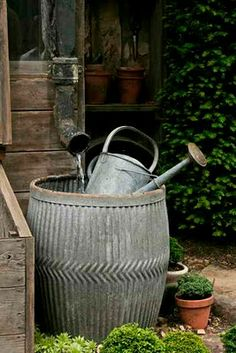Galvanized rain tub, need to find one of these, collecting rain water is a super good thing