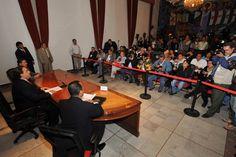 Para finalizar, Duarte de Ochoa dijo que su administración no puede bajar la guardia, en materia de seguridad, con una coordinación respetuosa y eficaz con las autoridades federales y municipales, se puede lograr un Veracruz mas seguro y próspero.