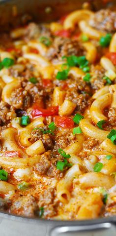 10 Most Misleading Foods That We Imagined Were Being Nutritious! One-Skillet Mac And Cheese With Sausage And Bell Peppers, Smothered In Marinara Sauce And Cream. Everything Is Cooked In One Skillet: Sausage, Bell Peppers, And Even Pasta Comfort Food Pork Recipes, Pasta Recipes, Dinner Recipes, Cooking Recipes, Cheese Recipes, Chicken Recipes, Recipies, Skillet Mac And Cheese, Mac Cheese