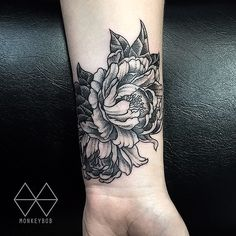 Tattoo removal spot cover up Peony @the_darling_parlour #thedarlingparlour #peony #peonytattoo #flower #flowertattoo #coverup #coveruptattoo