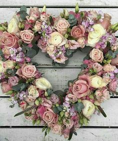 Funeral Arrangements, Flower Arrangements, Valentine Wreath, Valentines, Memorial Flowers, Victorian Flowers, No Rain, Deco Floral, Funeral Flowers
