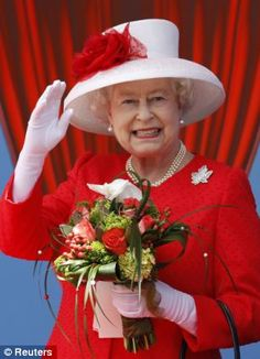 The Canada Day Diamond Brooch was passed down to HM queen Elizabeth II, who wore it herself as well on her first royal visit to Canada. The brooch is encrusted with glittering diamonds. Hm The Queen, Royal Queen, Her Majesty The Queen, Save The Queen, Red Queen, Sarah Ferguson, Lady Diana, Prinz Philip, Queen Hat