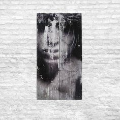 """Tableau  bois  """"le sombre visage """" - couleur : noir, blanc, gris, bois  - design et moderne"""