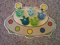 Loons and Quines @ Librarytime: Flannel Friday - 5 Little Men in a Flying Saucer Flannel Board Stories, Felt Board Stories, Felt Stories, Flannel Boards, Preschool Songs, Kids Songs, Five Little, Little Man, Outer Space Theme