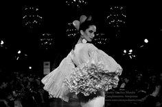 En blanco y negro. Estampas de ayer y hoy · Moda Flamenca By Claudia Alfaro · Entre Cirios y Volantes