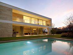 Eine Villa in Mörsenbroich besticht durch ihr konsequentes Materialkonzept