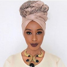 Everything about this headshot is stunning! The turban, make up, accessory plus skiiinnn 😍 African Hair Wrap, African Head Wraps, African Scarf, Hair Wrap Scarf, Hair Scarf Styles, African Hairstyles, Scarf Hairstyles, Mode Turban, Turban Style