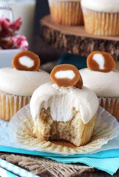 Cupcakes Caramel Cream Cupcakes - brown sugar cupcakes with caramel icing and cream filling!Caramel Cream Cupcakes - brown sugar cupcakes with caramel icing and cream filling! Butter Cupcakes, Yummy Cupcakes, Mini Cupcakes, Buckeye Cupcakes, Carmel Cupcakes, Rolo Cupcakes, Tiramisu Cupcakes, Heart Cupcakes, Buttercream Cupcakes