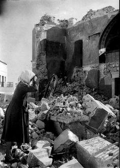 Santorini after the erthquake,Σαντορίνη 1956 μετά τον σεισμό Santorini Island, Santorini Greece, Athens Greece, Old Pictures, Old Photos, Vintage Photos, Greece Photography, History Of Photography, Greece History