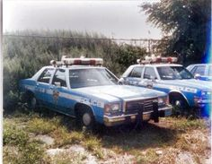 NYPD blue and white RMP radio car cars Us Police Car, Car Cop, New York Police, State Police, Police Vehicles, Emergency Vehicles, Radios, John Law, Tactical Medic