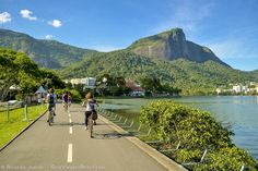 Ciclistas pedalando no entorno da Lagoa Rodrigo de Freitas, no Rio de Janeiro. Fotos de Ricardo Junior / www.ricardojuniorfotografias.com.br
