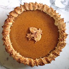 Homemade Pumpkin Pie // Jules Food. Get this #recipe and 20+ more inspiring pie crust ideas on our Pie Crust Inspiration Feed at https://feedfeed.info/piecrust?img=136964 #feedfeed