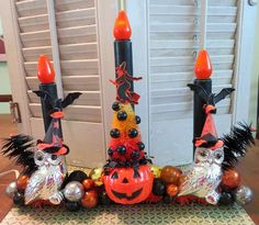 Here is a fun Halloween decoration made with vintage and new materials!This whimsical decoration feature a vintage working candolier embellished with lots of vintage and ret. Halloween Candelabra, Halloween Mantel, Retro Halloween, Vintage Halloween Decorations, Halloween Crafts For Kids, Halloween Home Decor, Halloween House, Halloween Night, Holidays Halloween