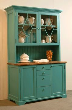 Kitchen hutch - I love having a hutch in my kitchen, it houses a lot of stuff and brings character to a kitchen. Kitchen Dresser, Kitchen Decor, Kitchen Design, Furniture Projects, Furniture Makeover, Diy Furniture, China Hutch Decor, Country Kitchen, Home Kitchens