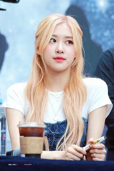 Kim Jennie, Divas, Pam Pam, Rose Icon, Rose Park, Kim Jisoo, Park Chaeyoung, Korean Girl Groups, Entertaining
