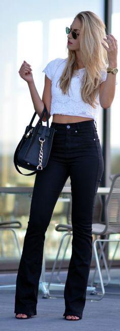 Quanta tendência em um look só! Cropped, calça de cintura alta e flare! Super inspiração para o final de semana que está chegando. #dia57 #lookdodia #cropped #flare #cinturaalta #praseinspirar #p&b
