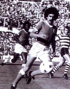Minervino Pietra, antigo lateral direito e atual adjunto do Benfica.