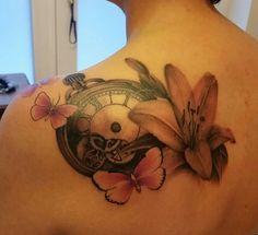 #tattoo #tasteofink #tattooart #tatuaggio #black #white #realistico #realistic #realistisch #foto #flower #lilie #giglio #lilly #girl #color