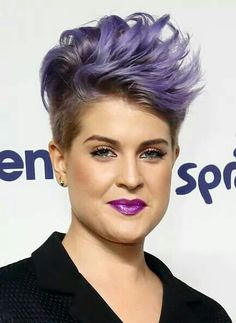 Kelly Osbourne Spiked Hair - Kelly Osbourne looked uber cool with her spiked purple hair at the NBCUniversal Cable Entertainment Upfronts. Mohawk Hairstyles For Women, Popular Short Hairstyles, Hairstyles Haircuts, Cool Hairstyles, Pixie Haircuts, Popular Haircuts, Fashion Hairstyles, Trendy Haircuts, Shaved Hairstyles