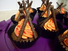 Cuuuute Bonfire Cupcake. Camping or boyscouts!!!! @Jill Schafhauser