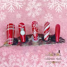 """🎅🏻It's beginning to look a lot like Christmas🤶🏻 I made these with my favorite @cndworld Shellac red, """"Tartan Punk"""" along with using additive glitter in Sizzling Sand & Denim Geode for a 3D sugaring effect. All from @neglakademiet Feather & Tips from @moonflairab • • • • • #CaliforniaNails #Vindafjord #Ølen #Norge #Norway #neglernorge #neglerhaugesund #haugesund #haugesundnegler #julenegler #cnd #cndshellac #shellac #shellacnails #glitter #glitternails #pronails #nailpro #nailpromagazine… Shellac Nails, Glitter Nails, California Nails, Sugaring, Nail Pro, Christmas Nails, Tartan, Norway, Red And White"""