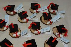 Resultado de imagen para centros de mesa para egresados Graduation Bouquet, Graduation Crafts, Graduation Party Planning, Graduation Decorations, Easter Crafts, Christmas Crafts, Clay Fairy House, Clay Fairies, Diy And Crafts