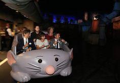 Anne Hidalgo n'a pas raté l'occasion d'essayer la nouvelle attraction Ratatouille