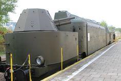 """Pociąg pancerny z Muzeum Kolejnictwa w Warszawie. Tak z pewnością nie wyglądał """"złoty pociąg"""", choć jest kilka podobieństw."""