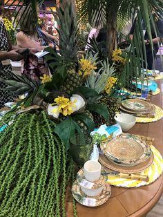 Tropical Centerpieces, Tropical Flower Arrangements, Tropical Flowers, Tropical Party, Tropical Decor, Asian Party, Table Set Up, Deco Floral, Event Decor
