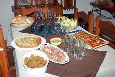 Otra cena navideña Falafel; Pulpo al olivo, ensalada caprese, endivias y guacamole