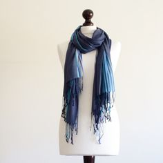 #handmadescarf #giftguide #christmas #christmasgift #accessories