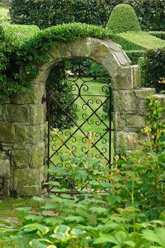 Garden gate to luscious green!