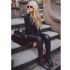 Black leggings and black shirt.  Darling.
