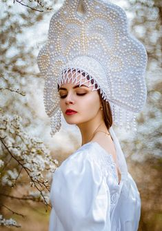 Galiya Zhelnova on Russian Beauty, Russian Fashion, Russian Folk, Russian Style, Court Dresses, Traditional Outfits, Daily Fashion, Dream Wedding, Crochet Hats