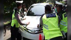 Video Detik-Detik Pengemudi Xenia Tabrak Polisi Saat Operasi Zebra